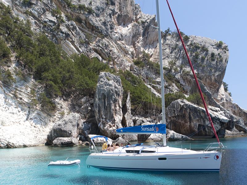 На яхте можно попасть в самые заповедные места для отдыха