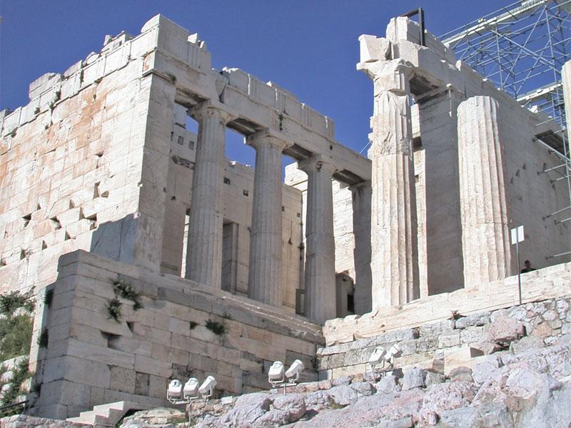 Монументальные Пропилеи были главной частью архитектурного плана всего Акрополя
